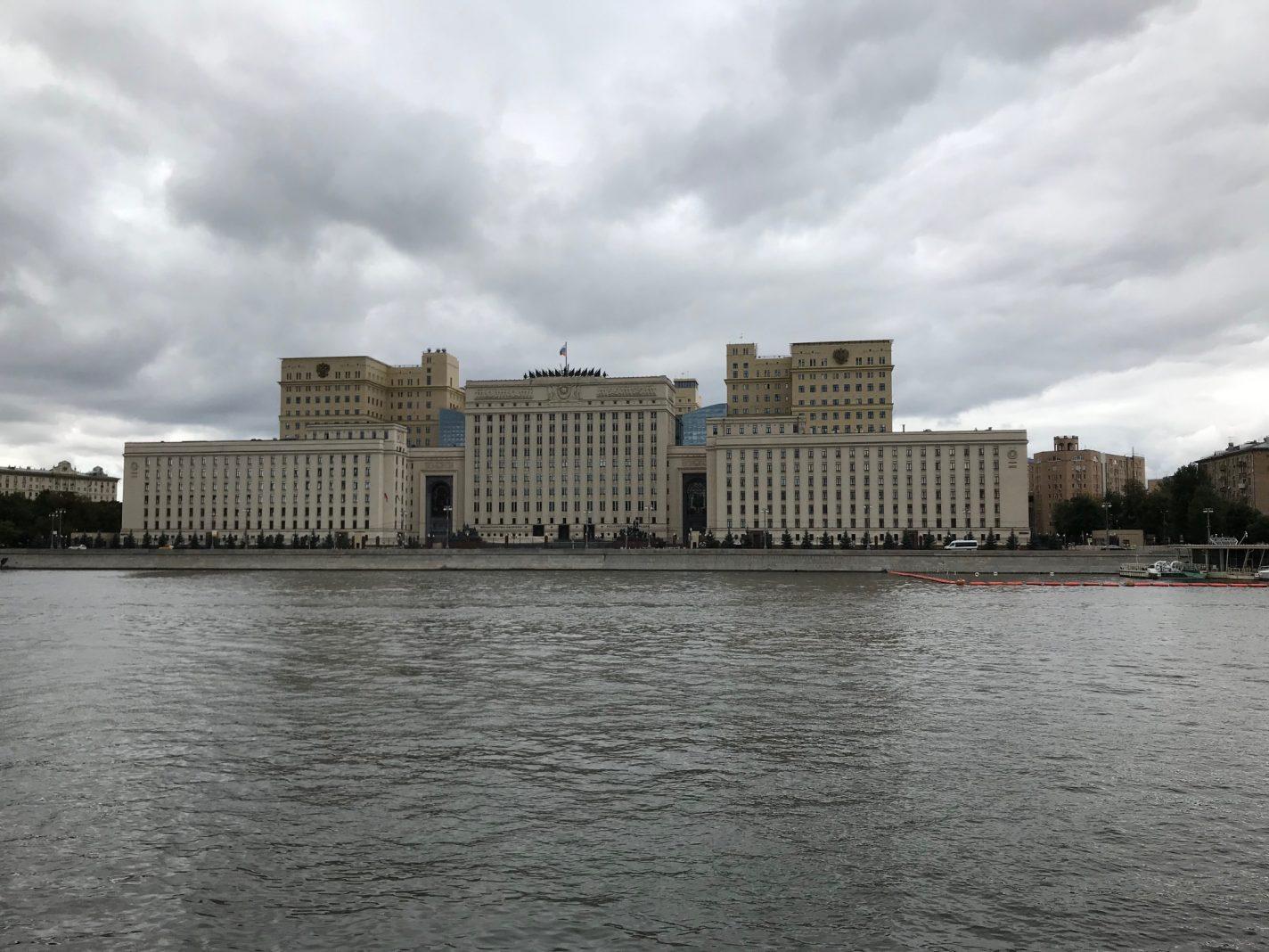 Grote, grotere en grootse gebouwen uit de Sovjet tijd