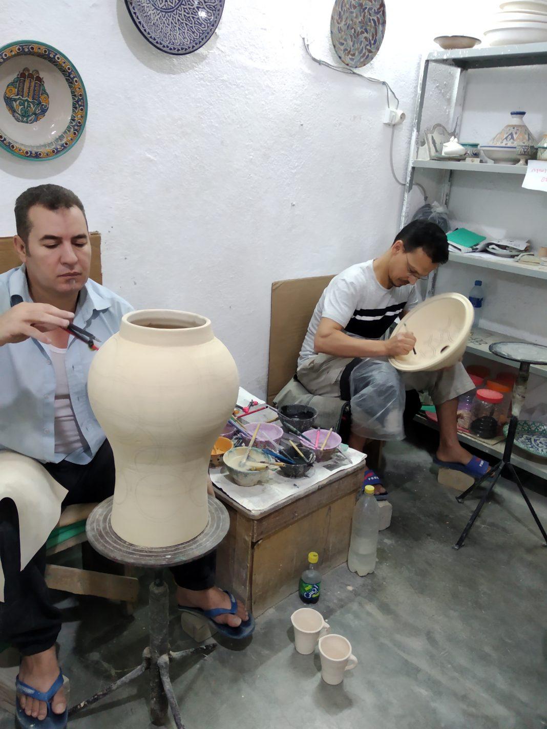 Het bewerken van aardewerk