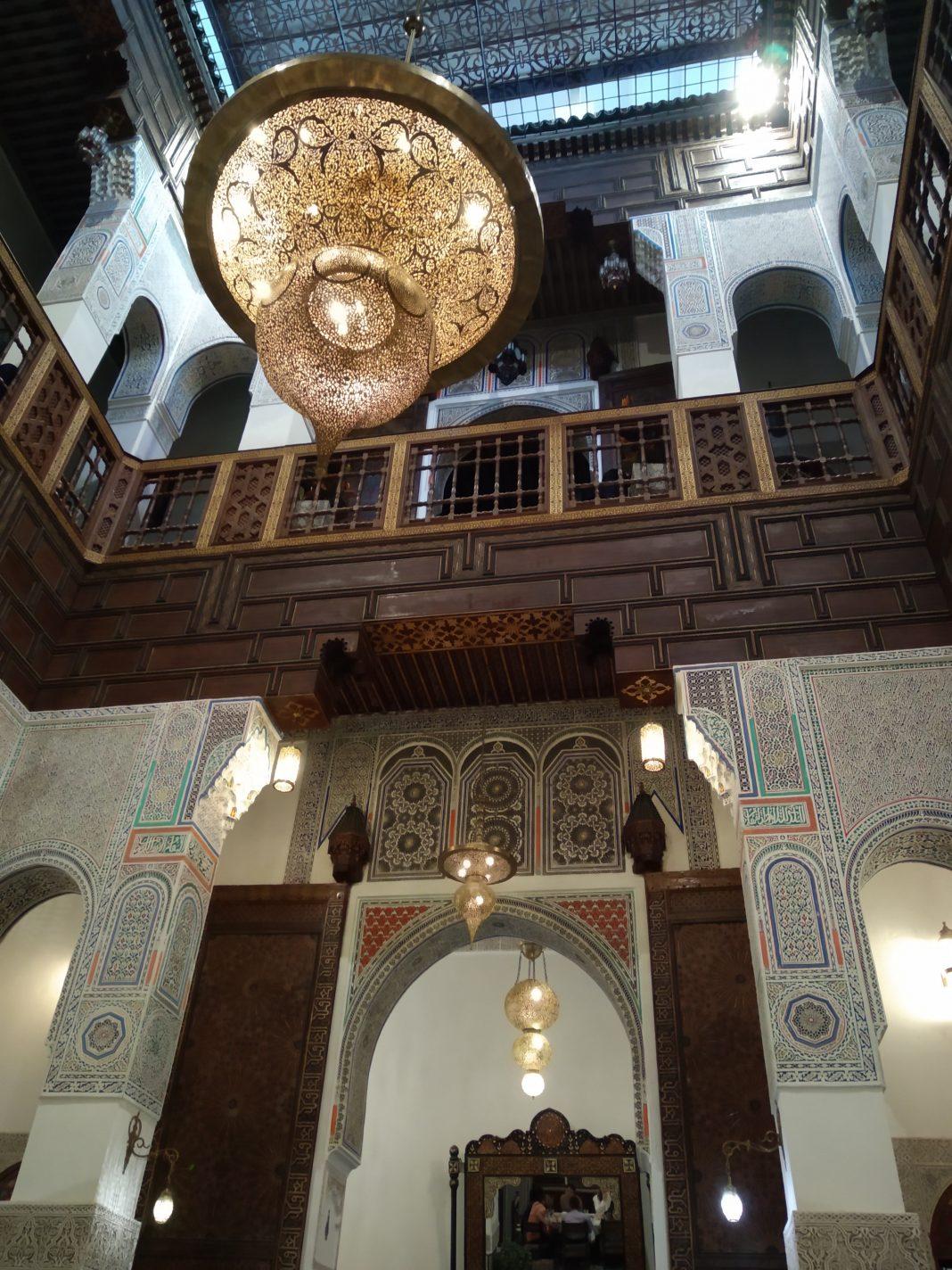 Het mooie interieur van de riad - Fes in Marokko