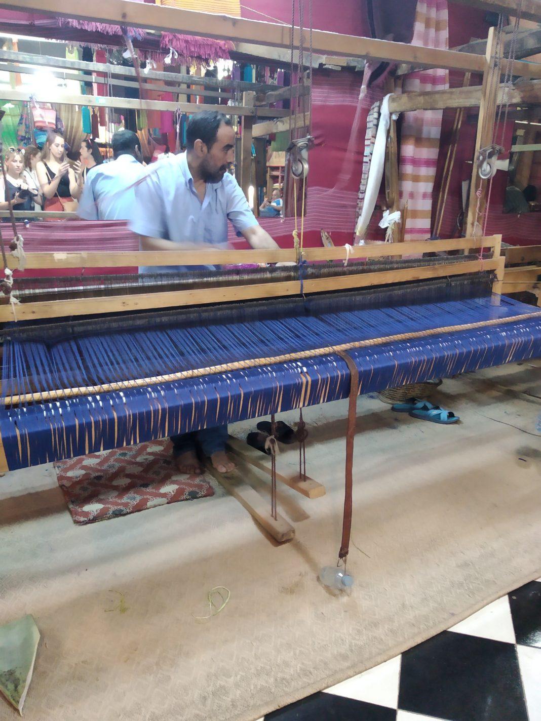 Het weven van kleding - Fes in Marokko