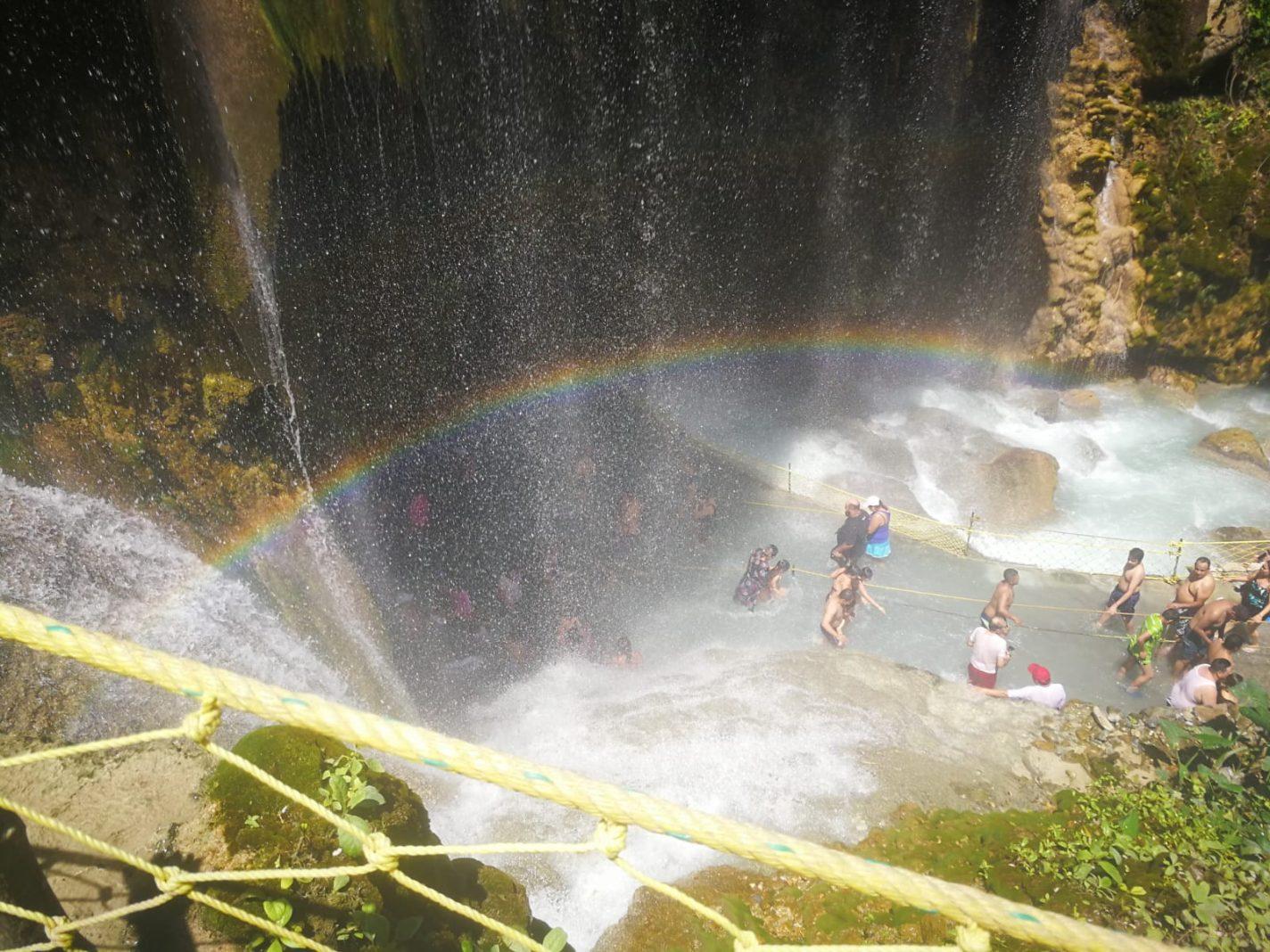 Waterval bij Tolantongo in Mexico