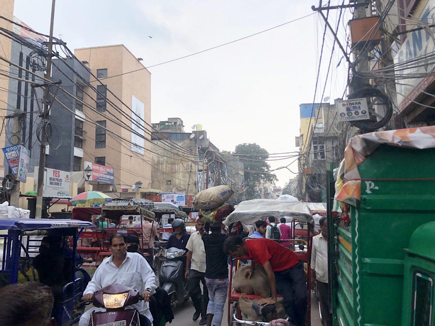 Indrukwekkende chaos bij de Chawri Bazaar - De grote steden van India