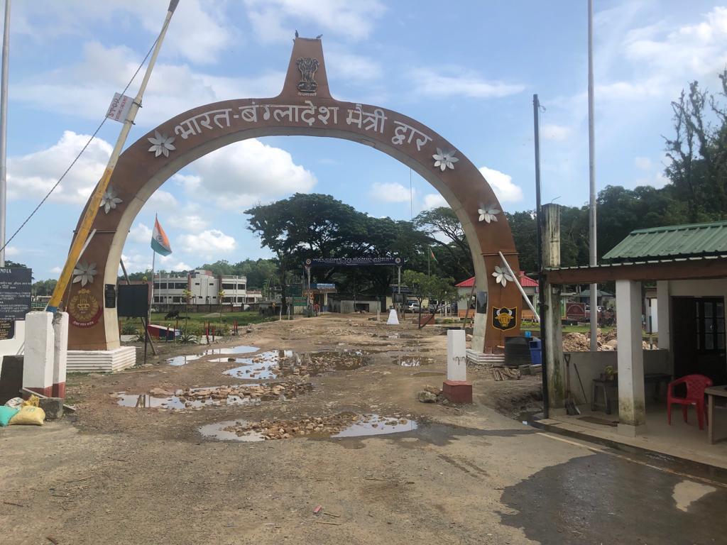 Poorten bij de de grens tussen India en Bangladesh