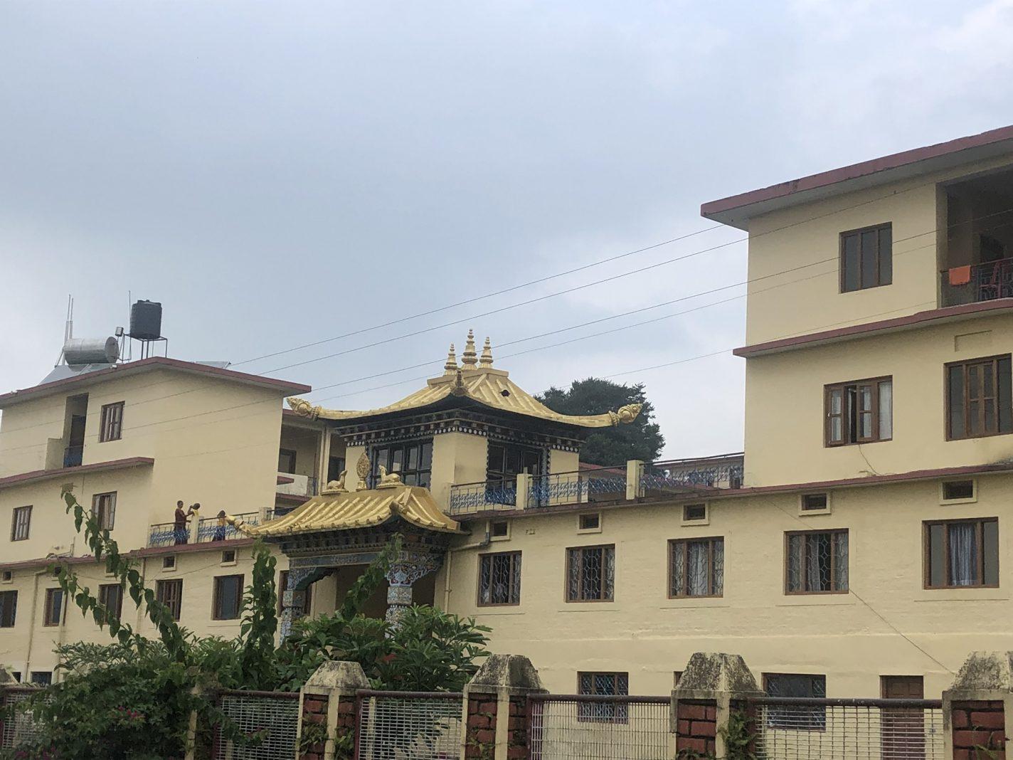 Tibetaans achtige tempel in Bir