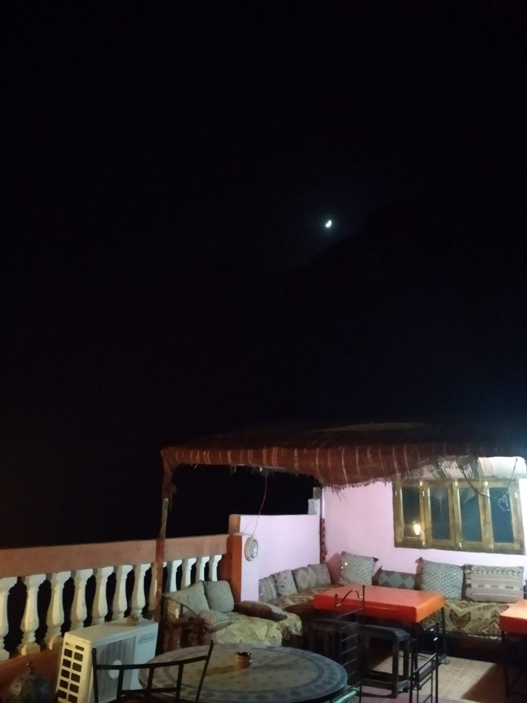 Op het dakterras van gasthuis Dar Ayour