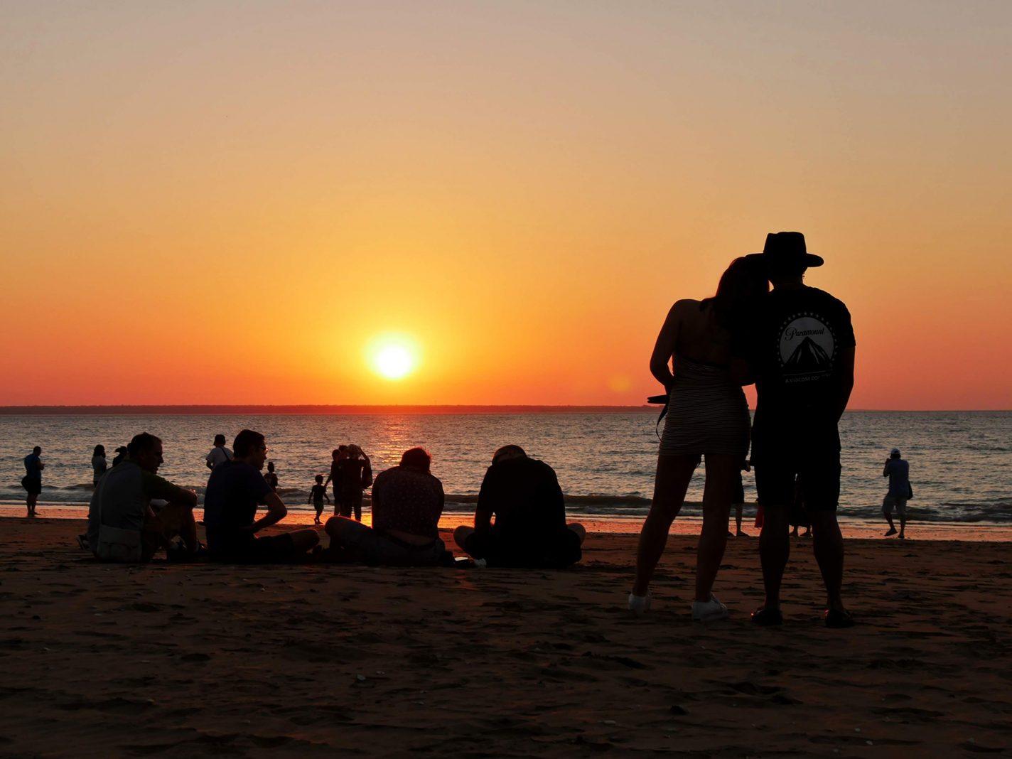 Prachtige zonsondergang bij de Mindil Beach Market