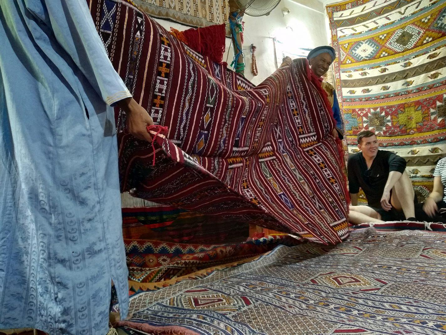 Bij de tapijtenmakerij