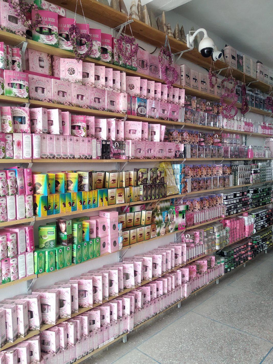 Winkel met rozenproducten