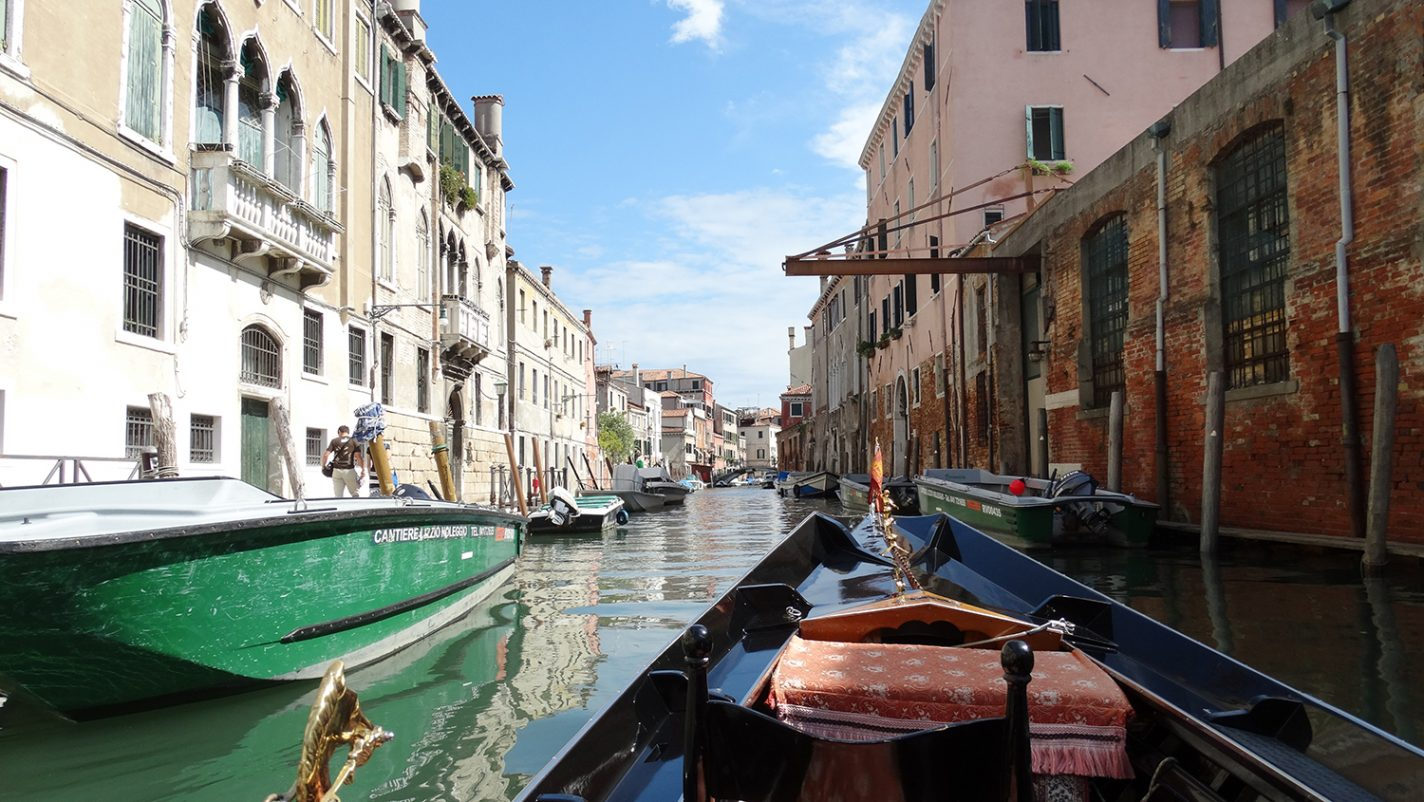 In een gondel door Venetië