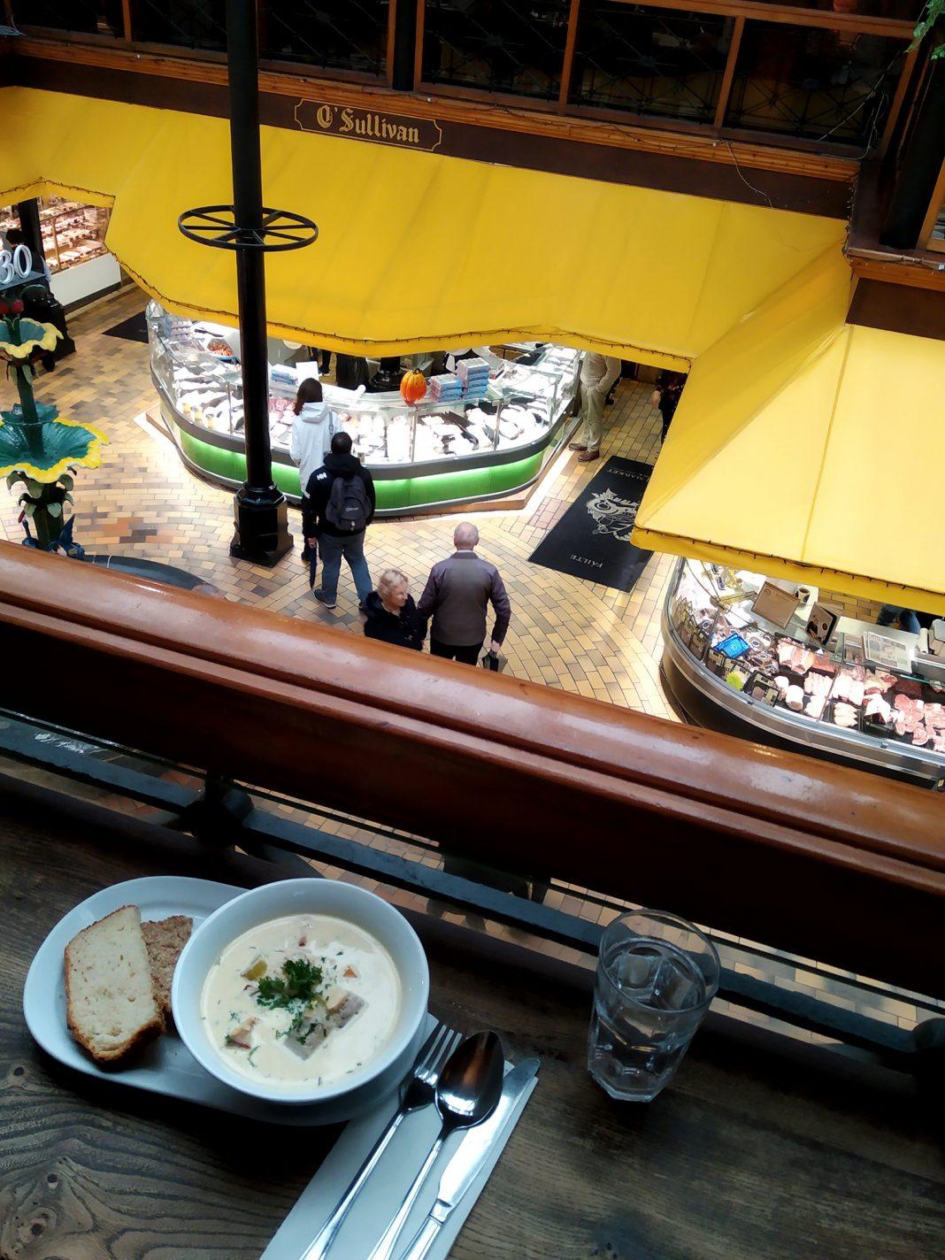 Lunchen bij Farmgate in de English market