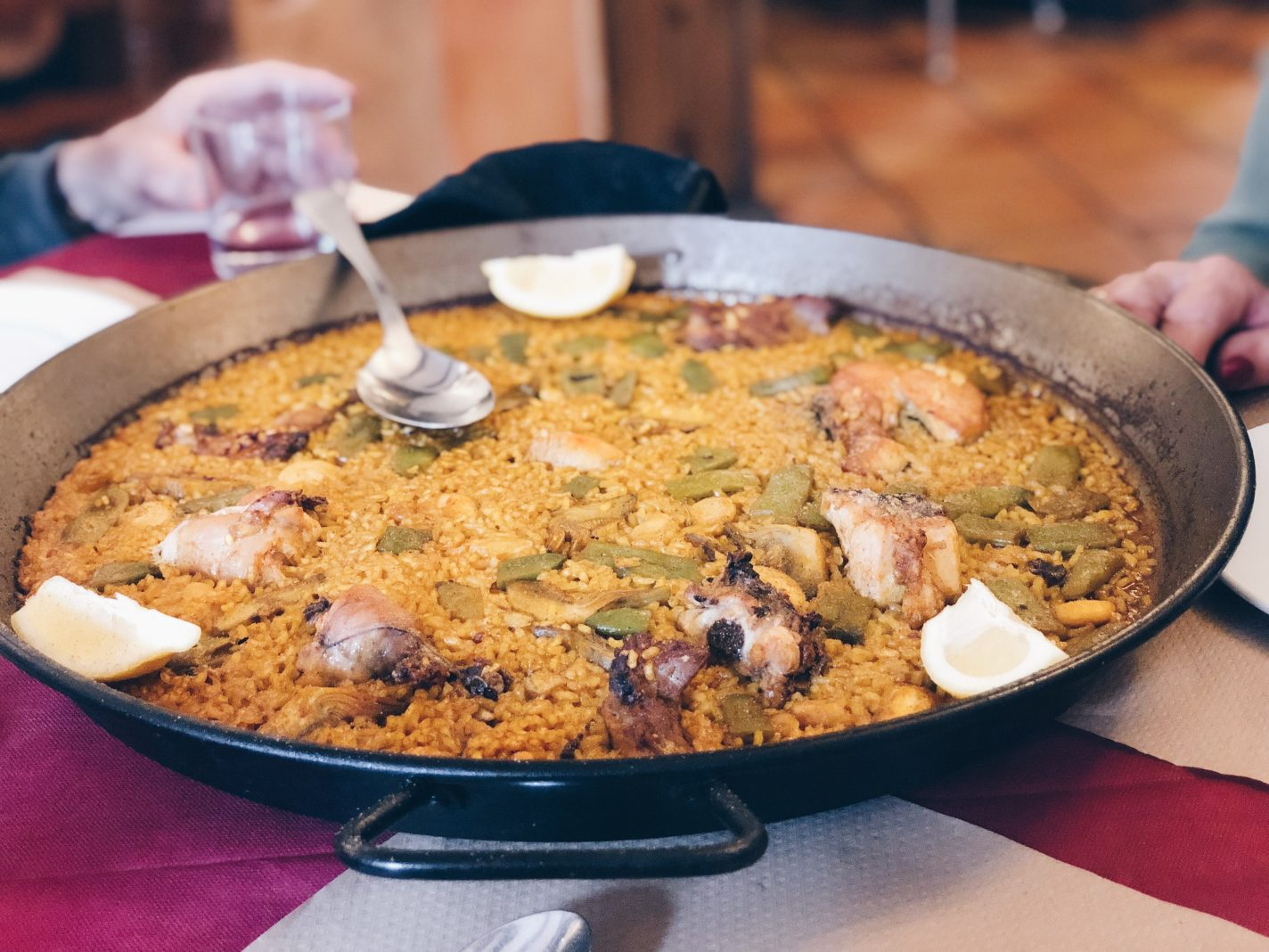 Een authentieke paella - things to do in Valencia