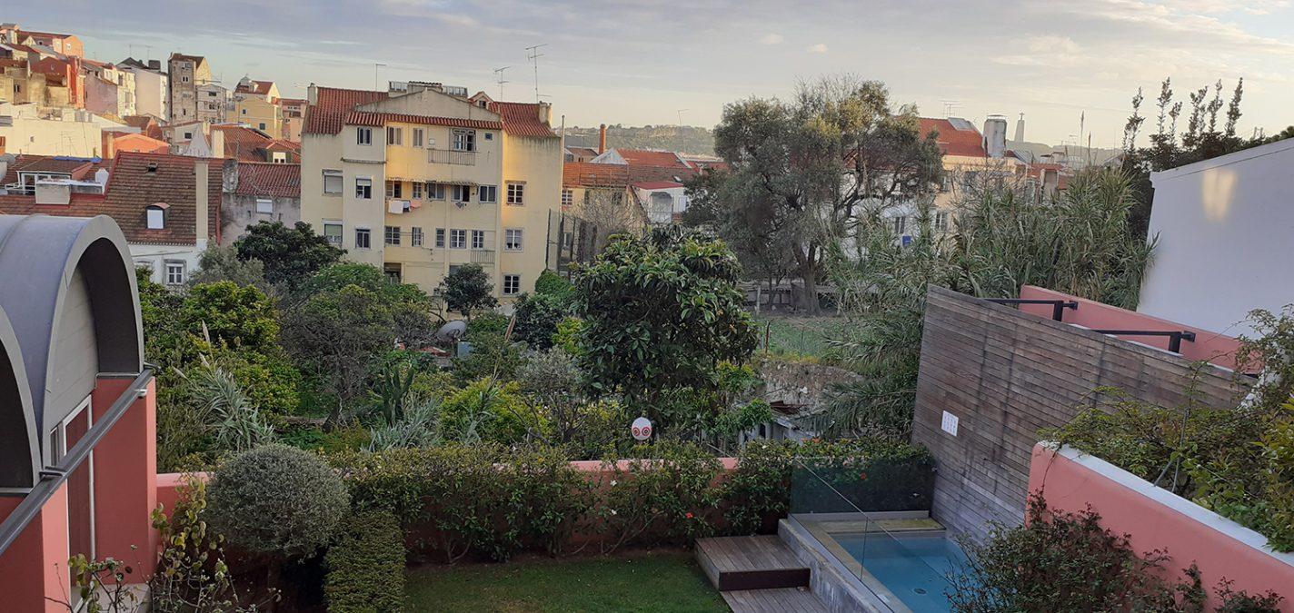 Uitzicht vanaf het terras van ons appartement aan de Rua de Pedro Dias in Bairro Alto