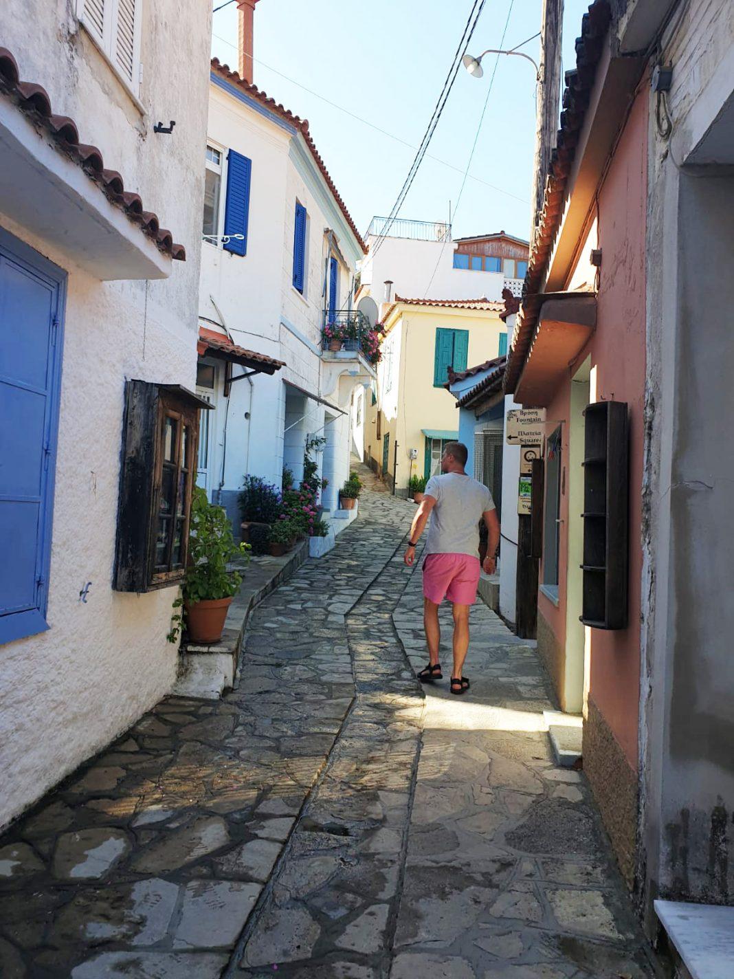 Dwalen door de straatjes van Manolates
