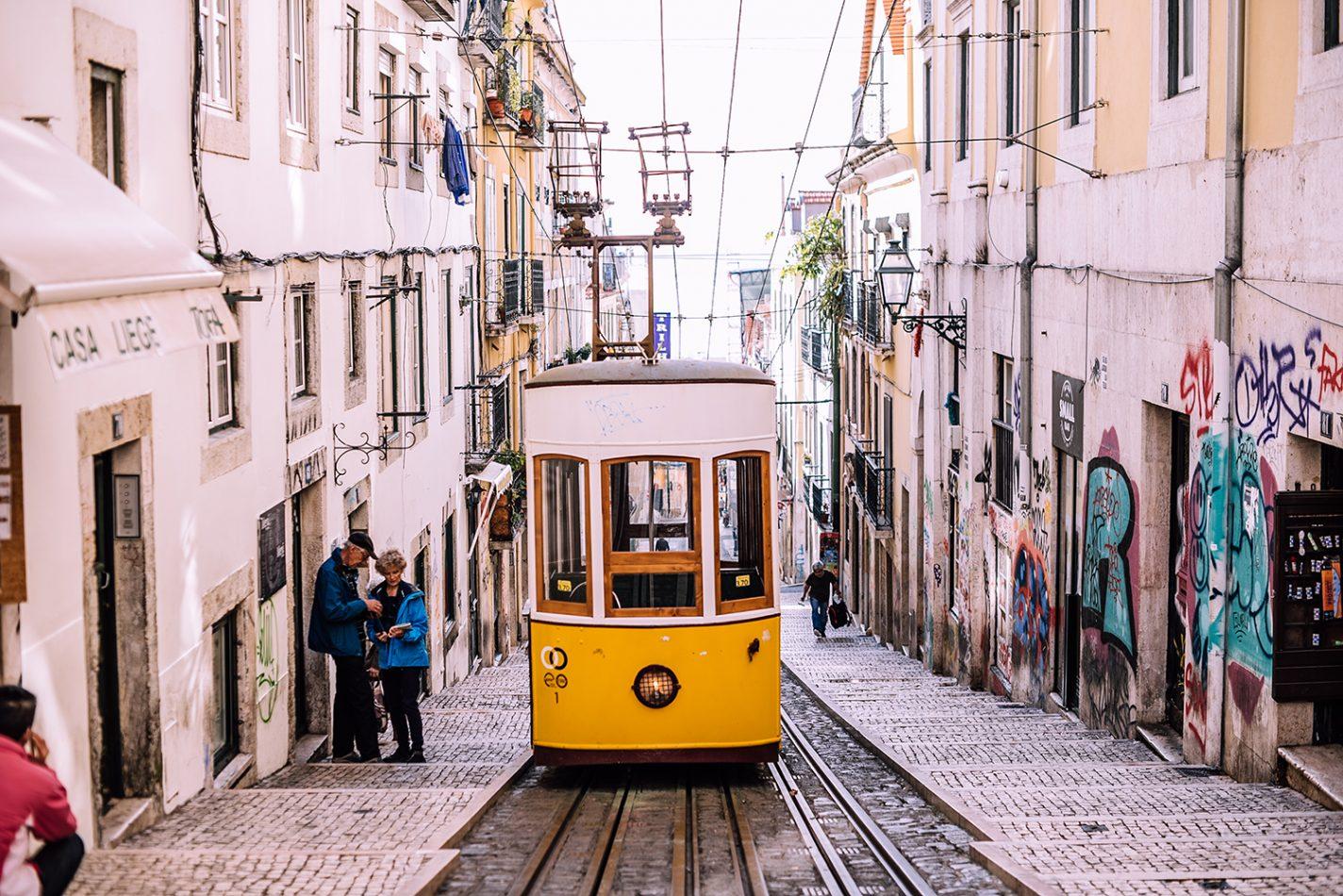 Een ritje in de Elevador da Glória - handige tips Lissabon