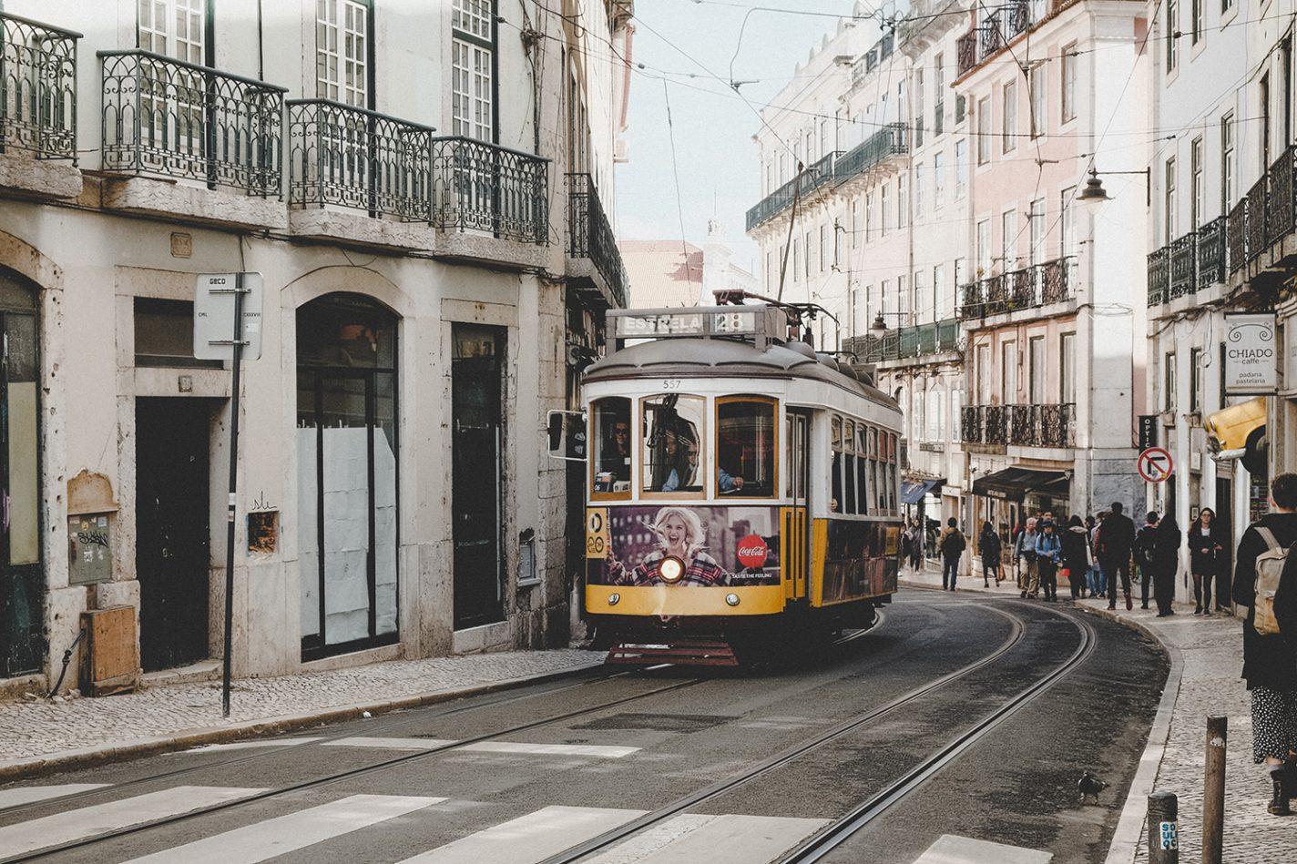 De befaamde gele tram 28 - Weekendje Lissabon