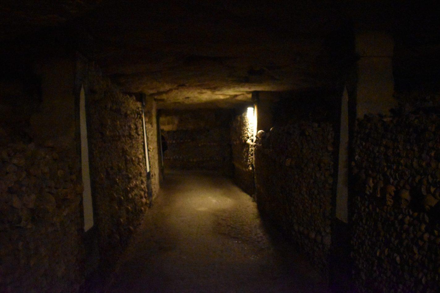 Eindeloze gangen in les Catacombes - Parijs na de lockdown