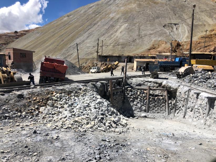 Buiten de mijnen bij Potosi
