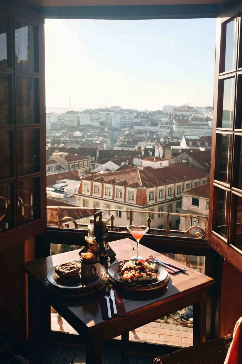 Uitzicht vanaf restaurant Chapitô à mesa