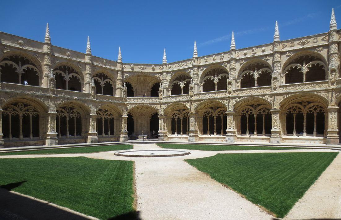 De binnenplaats van Mosteiro dos Jerónimos