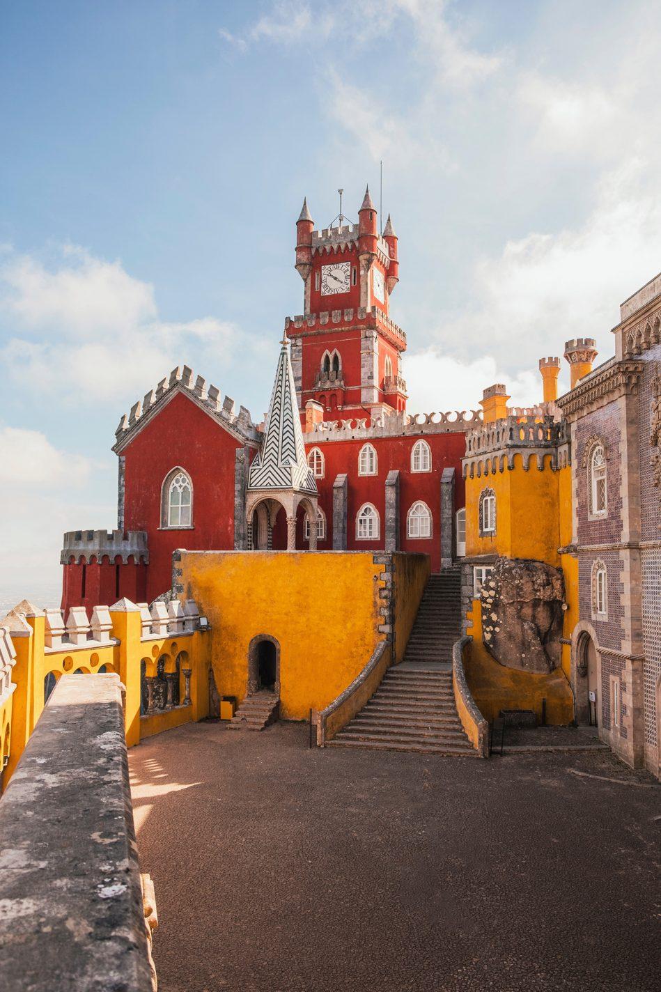 Gekke gangetjes, torentjes, poortjes…je komt ogen tekort - Omgeving van Lissabon