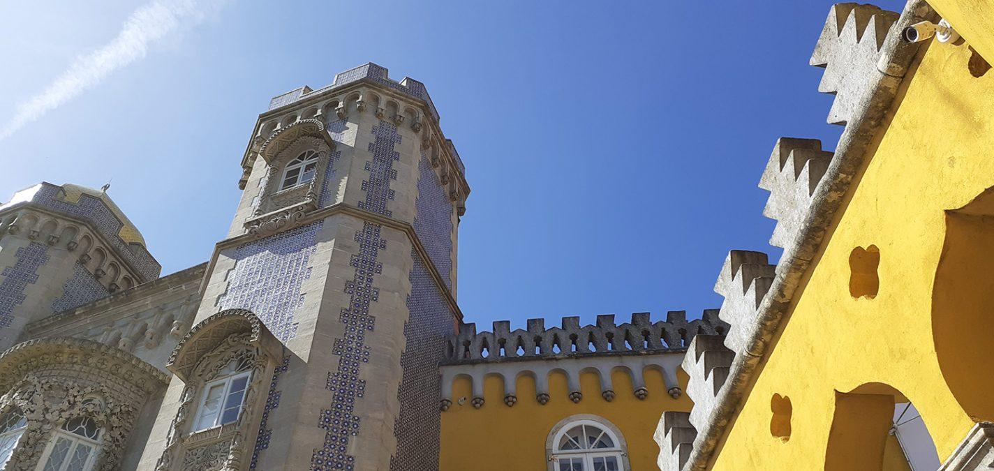 De met azulejos betegelde muren van Palácio Nacional da Pena