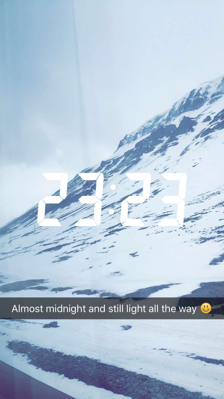 De nacht begint bijna, maar het is nog steeds licht