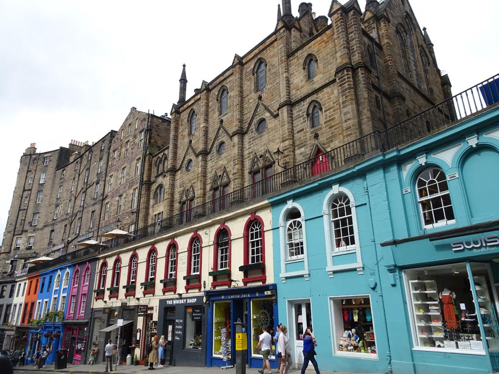 De kleurrijke Victoria Street in Edinburgh