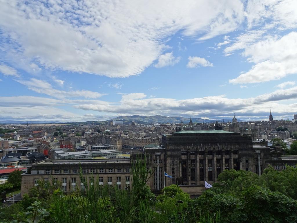 Panorama over Edinburgh vanuit Calton Hill