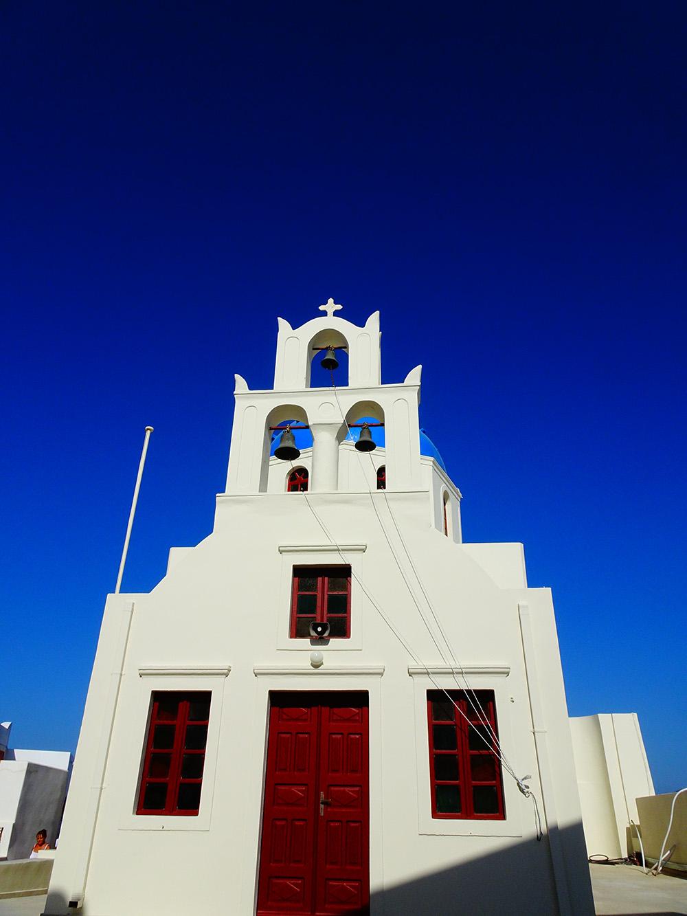 Schilderachtige kerkjes in Oia