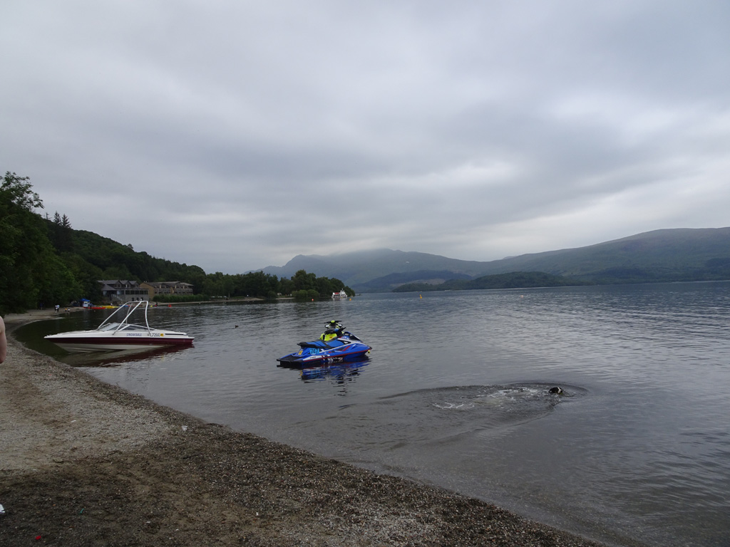 Strand in Luss, mét photobomb - Schotland