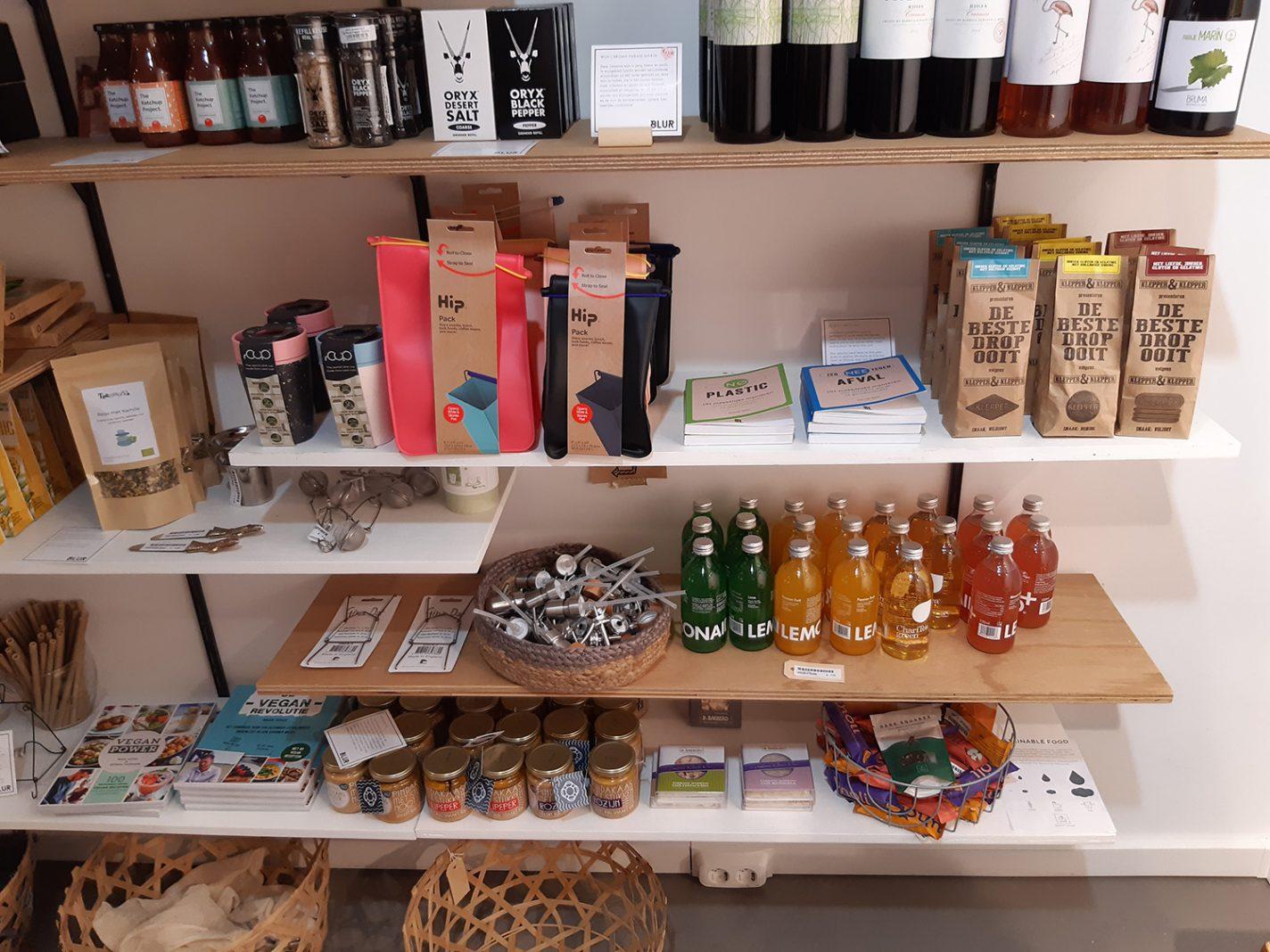 Kleurrijke producten sieren de schappen van Blur