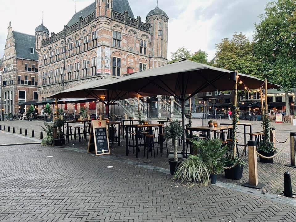 Een deel van het terras van Café Persee - favoriete biercafé's en wijnbars