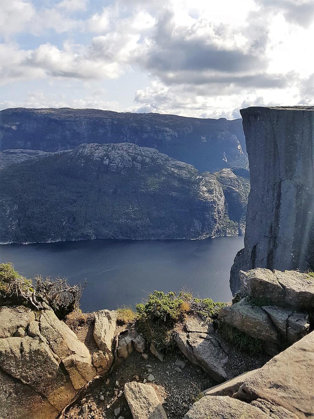 De Preikestolen in haar volle glorie - Zuid-Noorwegen
