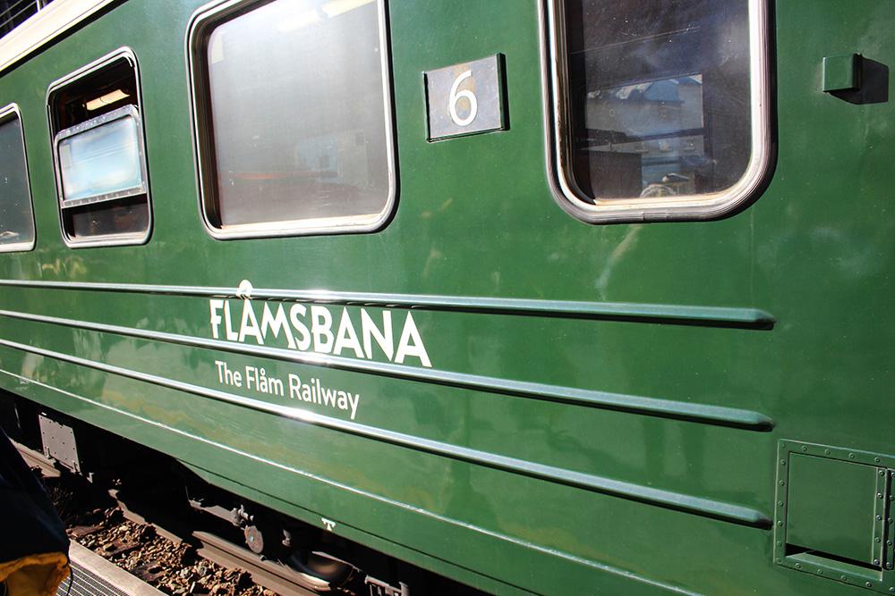 De groene trein van de Flåmbaan - Zuid-Noorwegen