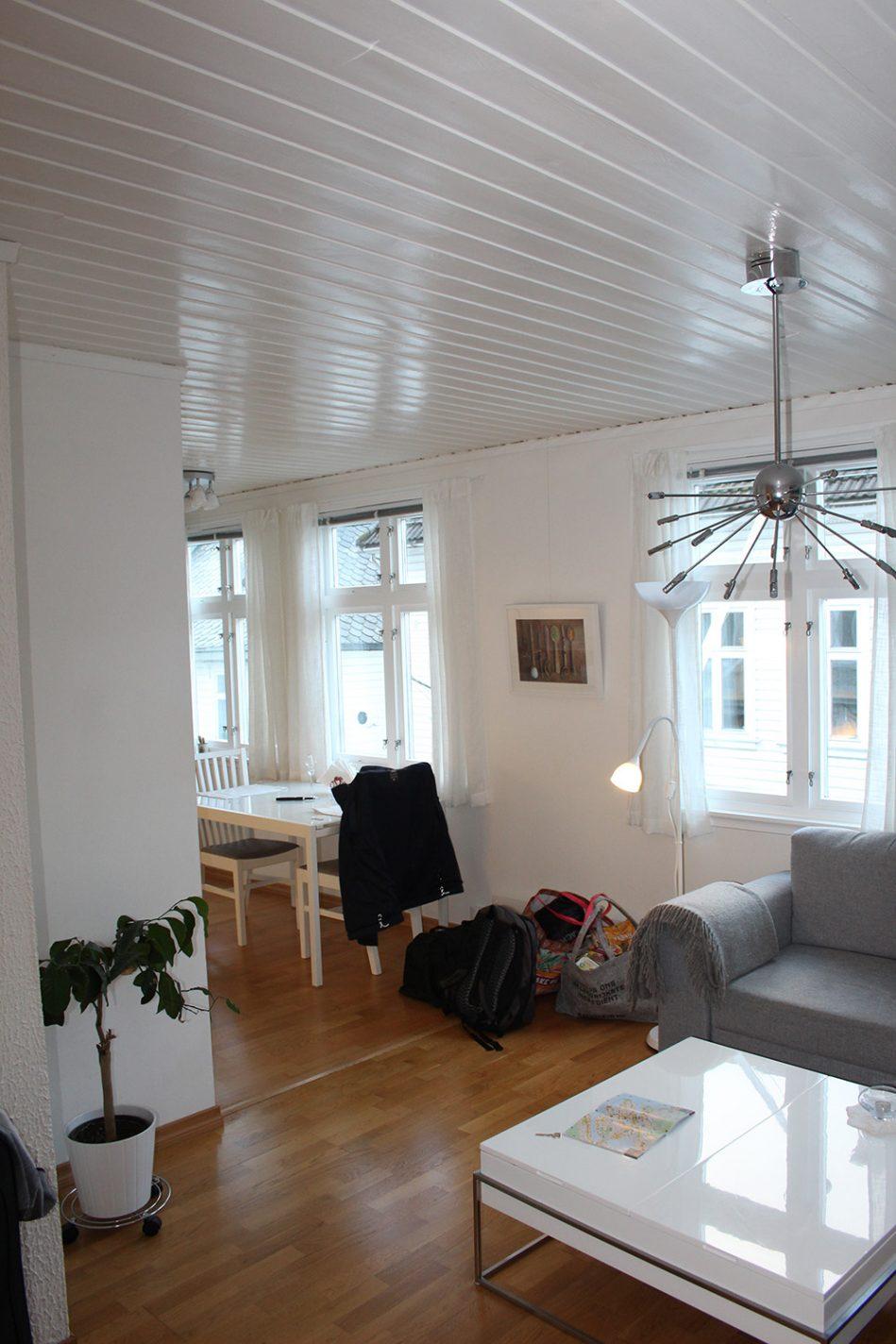 De zeer ruime woonkamer van ons appartement YM40 in Bergen