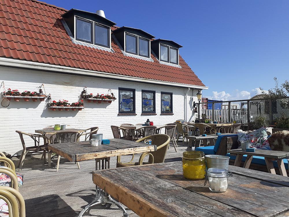 Het fijne terras van Strandhotel Terschelling