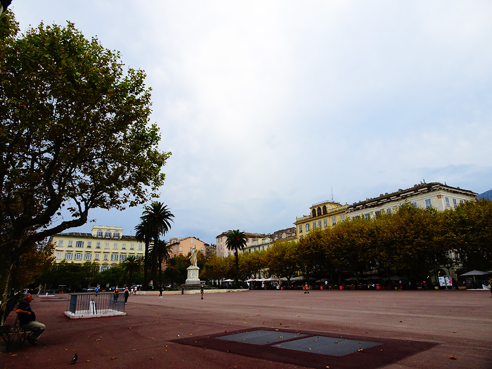 Het grootste plein van Europa in Bastia - Corsica