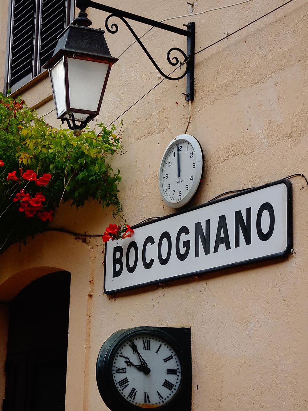 Het verlaten station van Bocognano in de bergen in Centraal-Corsica