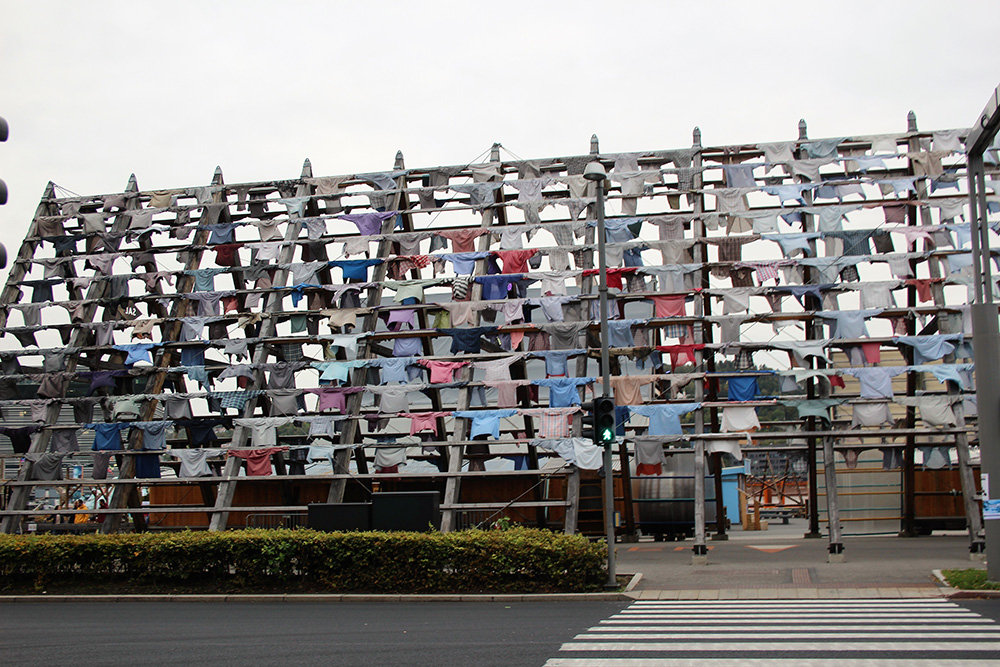 Kunst in Oslo - geen gedroogde stokvissen maar overhemden