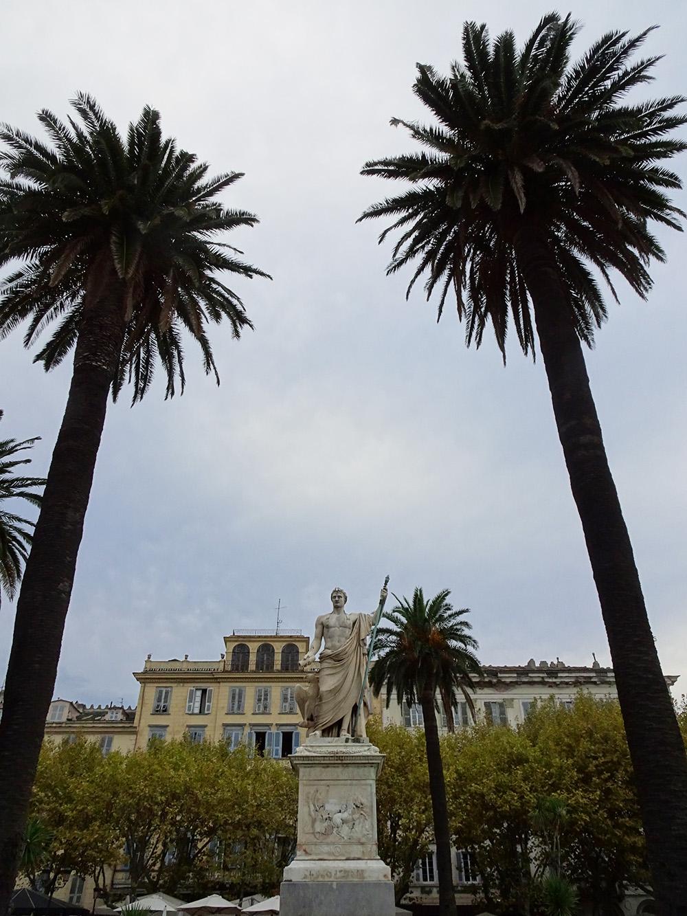 Op het grootste plein van Europa in Bastia - Corsica