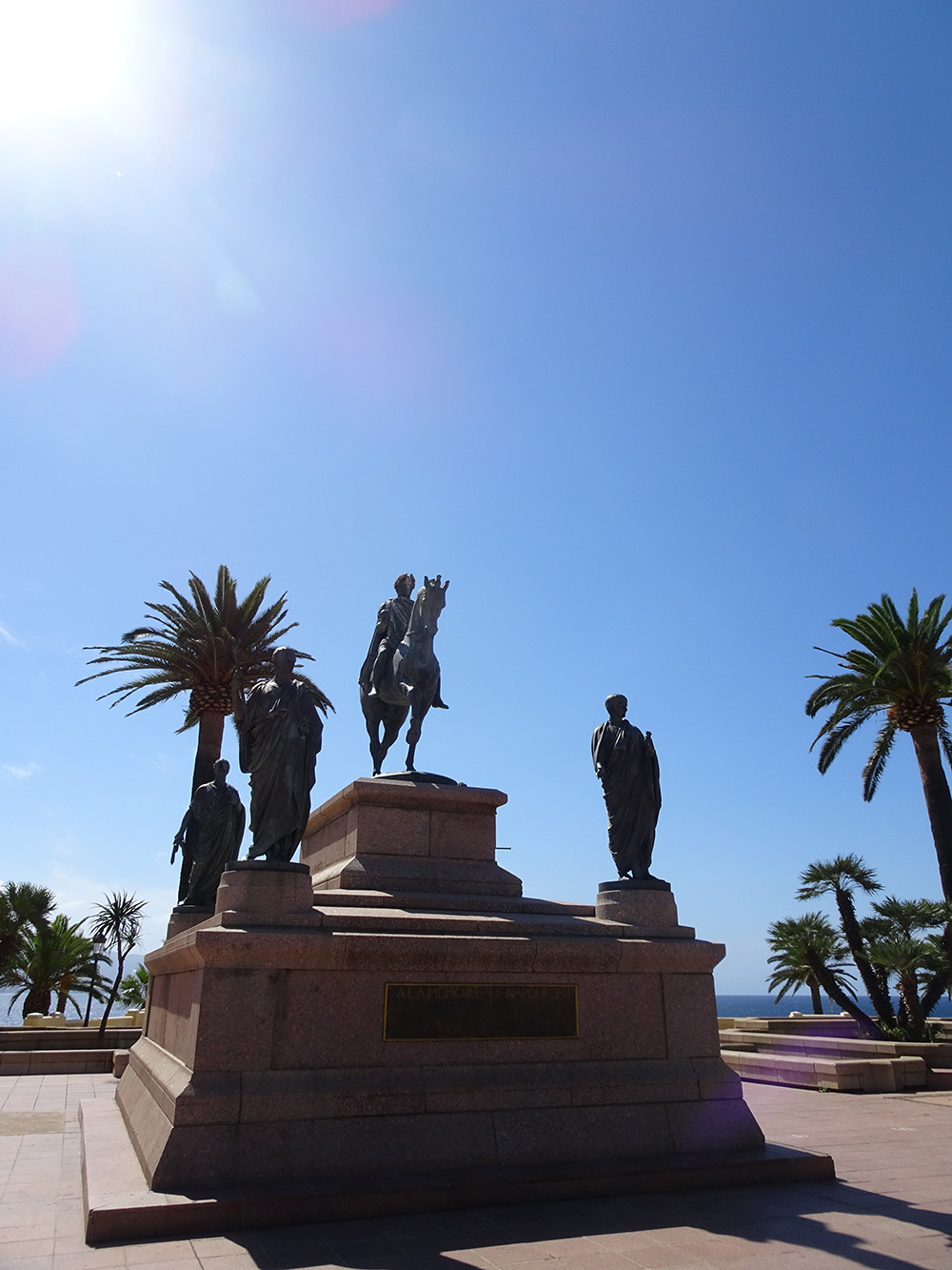 Standbeeld van Napoleon op het grootste plein van Ajaccio - Corsica