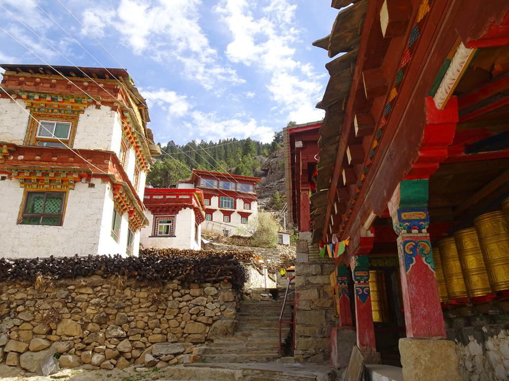 Tibetaans Plateau bij Sengdui - Solofietstocht van Dorien Cramer