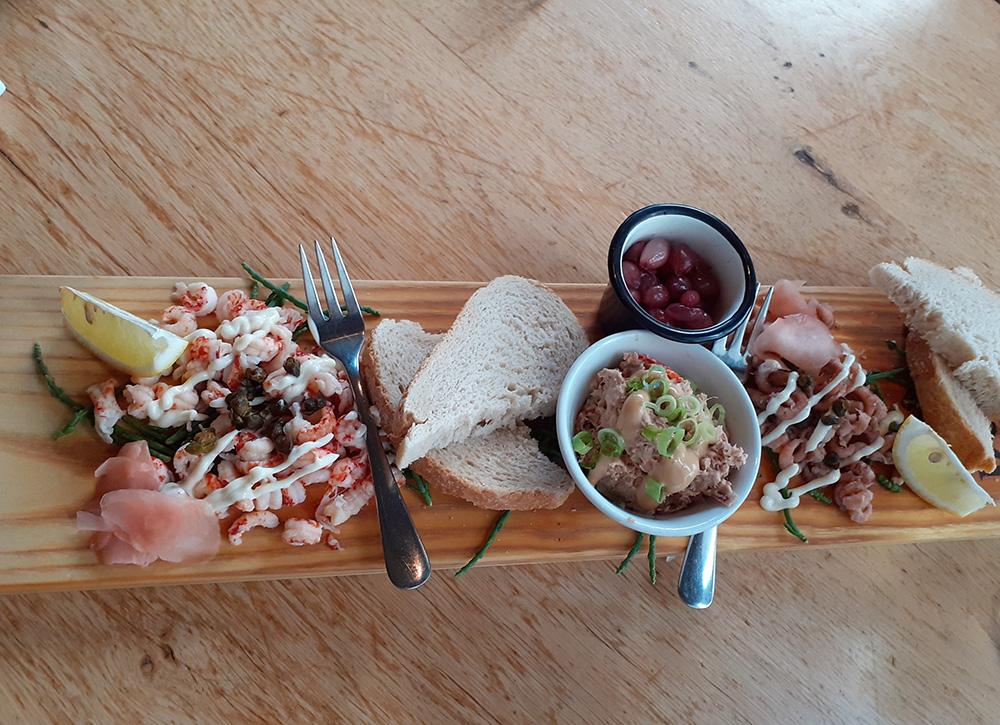 Visplank van Lounge restaurant Loods