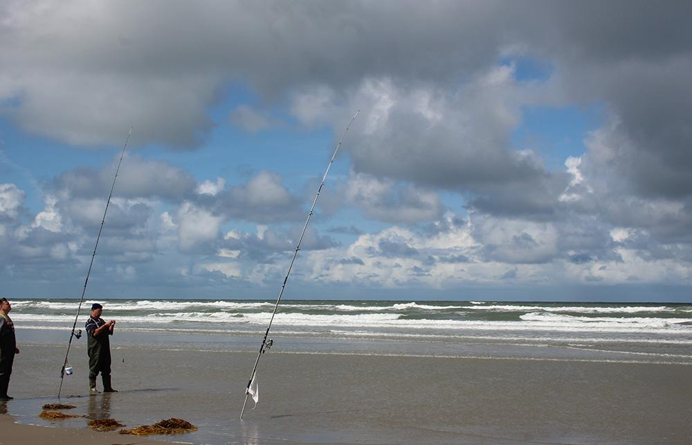 Vissers op het strand, een beeld dat je vaak zult zien op Terschelling