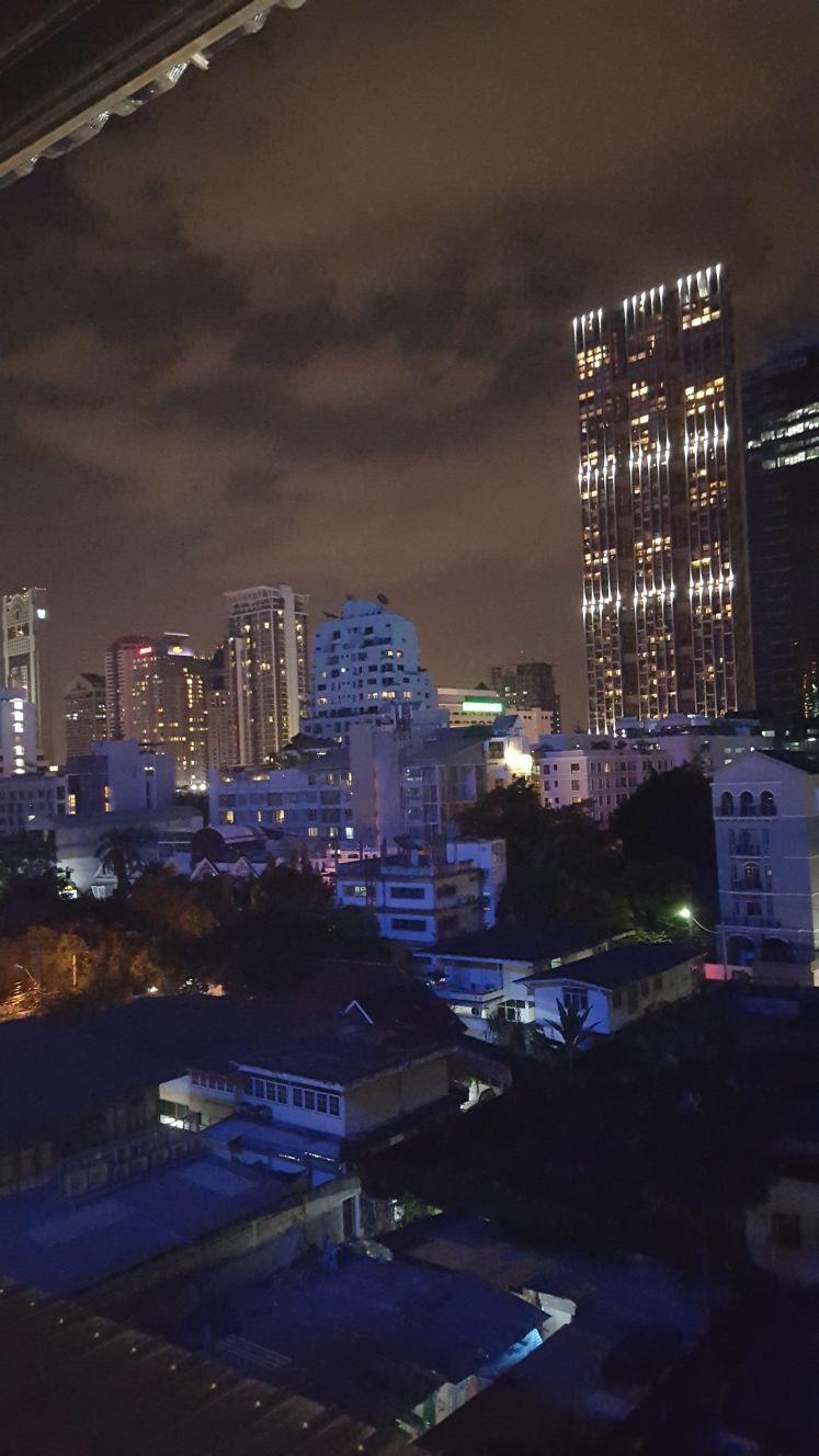 Het bruisende Bangkok in de avond