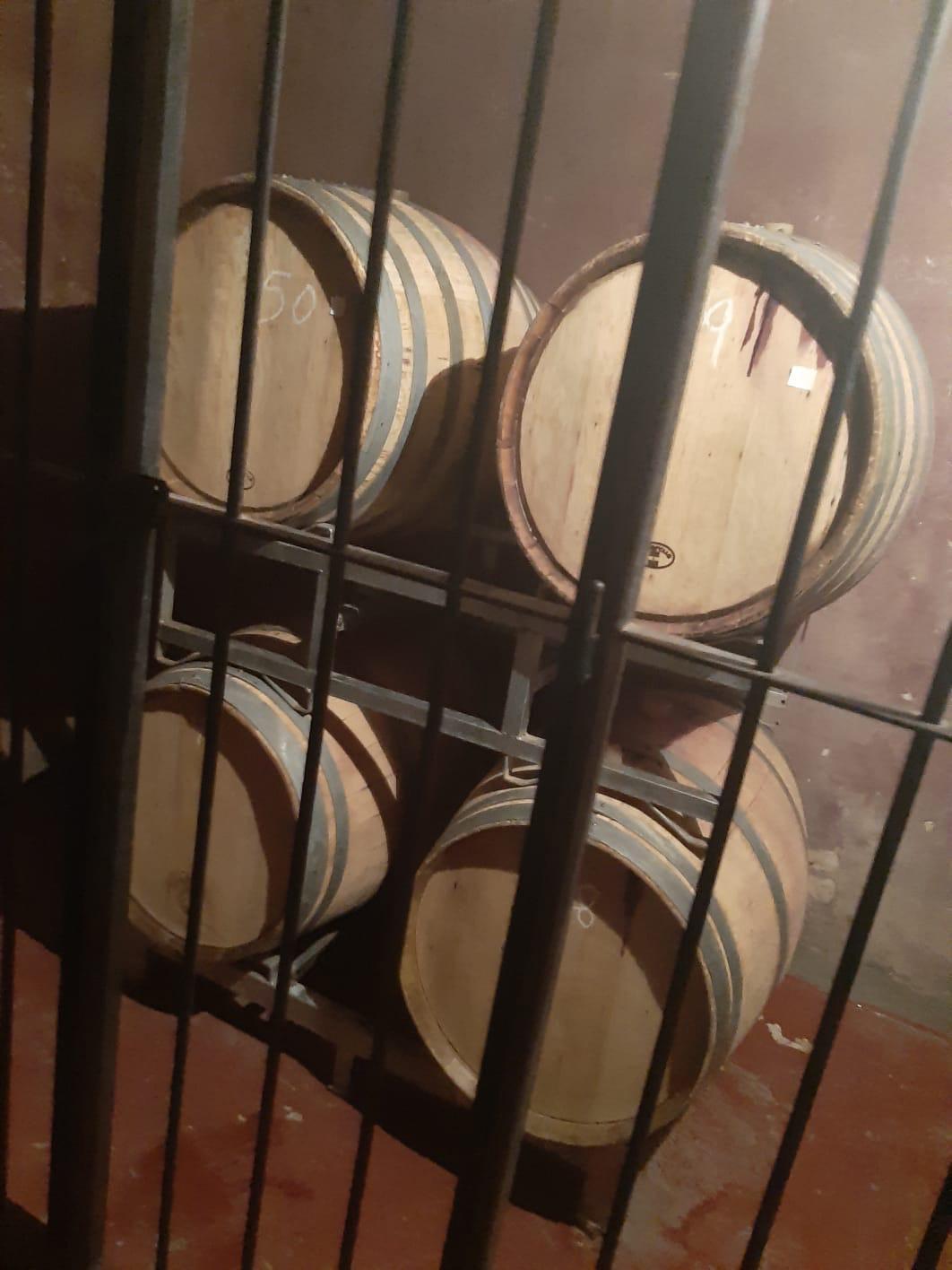 Wijnvaten bij een wijnboerderij in Argentinië