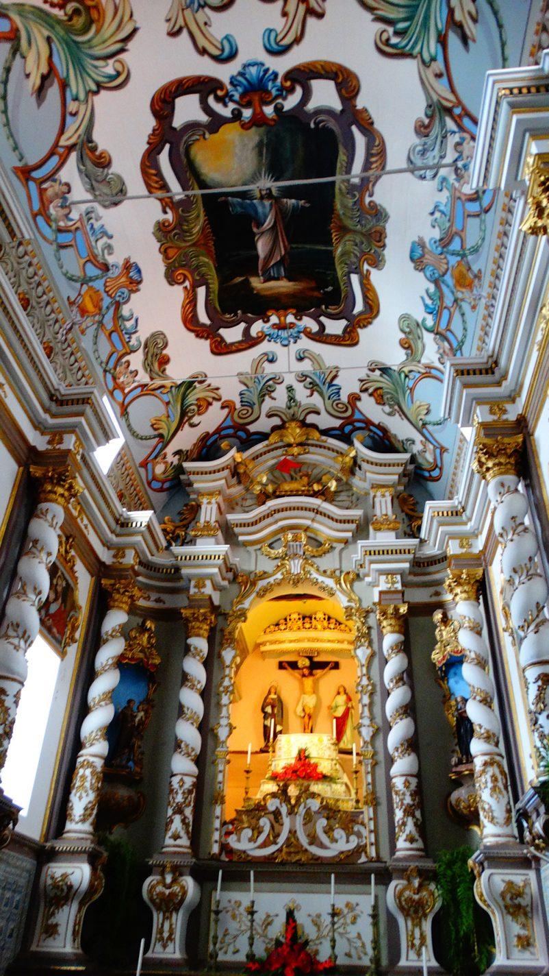 Het prachtige interieur van de kerk in Ponta Delgada