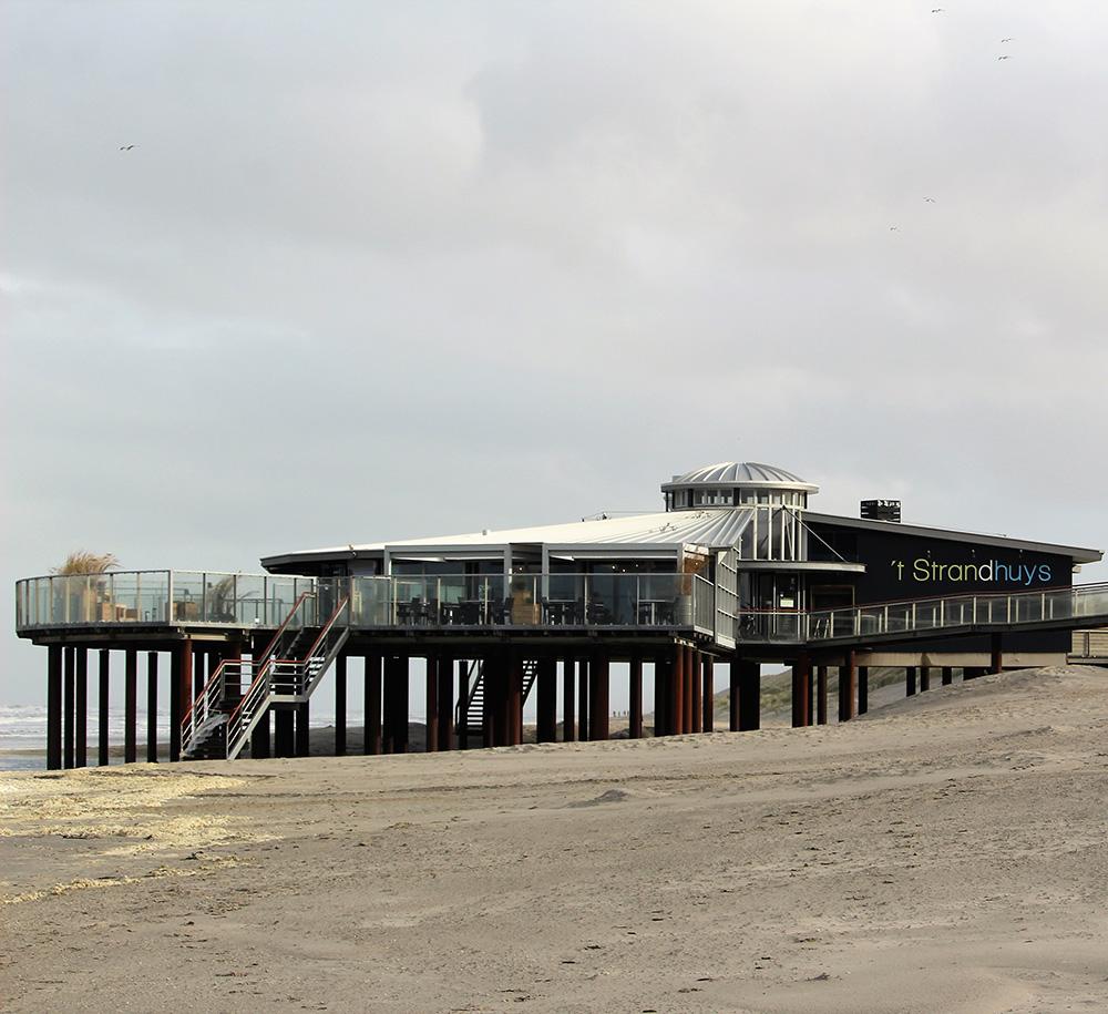 Strandpaviljoen 't Strandhuys in Buren