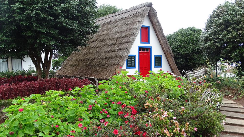 Typische huisjes in Santana - mooiste plekken Madeira