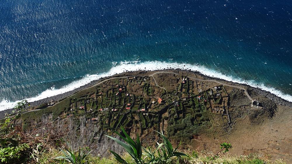 Vanop de glazen skywalk - uitkijkpunt Cabo Girão
